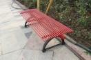 """乌鲁木齐火车西站铁西公园靠背椅被毁秒变""""无靠背椅"""""""