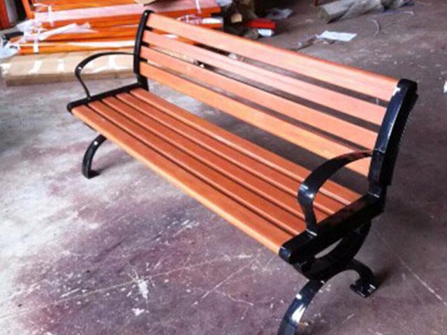 塑木有靠背椅