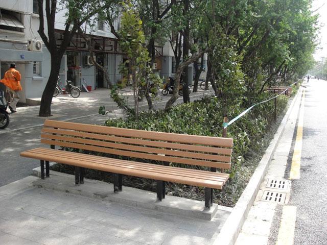 湛江老街区焕发新光彩 风情街新添花草和欣方圳休闲椅