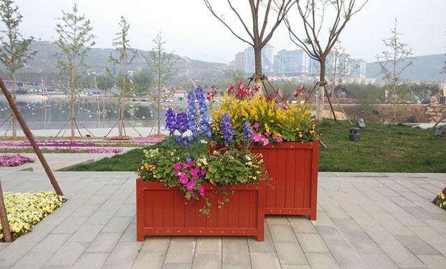 选择优质木制花箱让生活环境更好一点