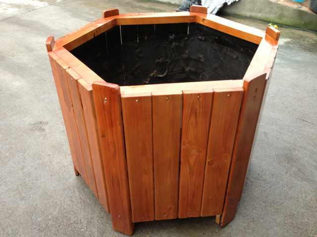 木质花箱相比塑料花箱的优势在哪?