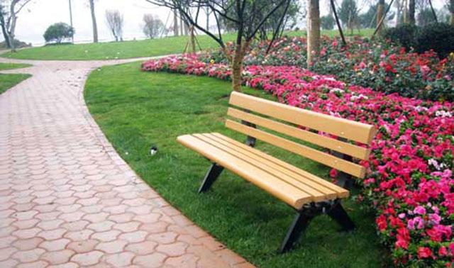 公园长椅上的浪漫:80年代的恋爱是这么谈的